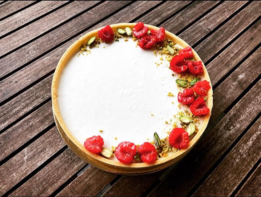 Crostata moderna Yogurt Pistacchio Lamponi