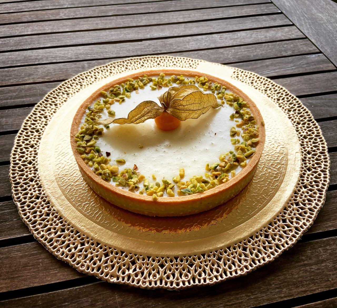 Crostate moderne - Cioccolato bianco lamponi e granella di pistacchio