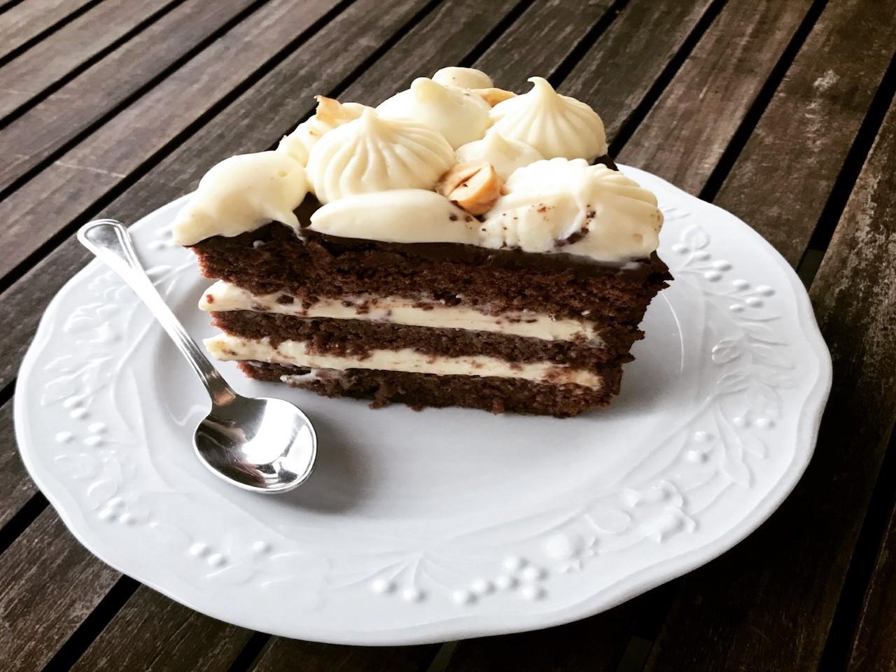 Pan di spagna al cacao e namelaka alla vaniglia
