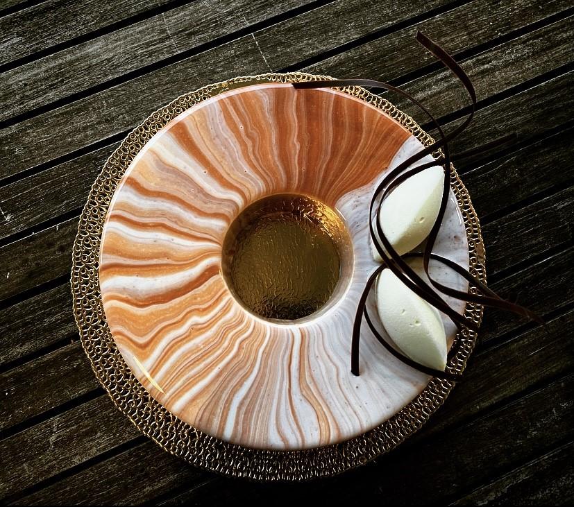 Torte moderne - nocciola e cioccolato con glassa tricolore